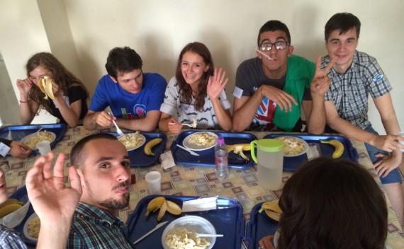 Scoala Community Meal Times